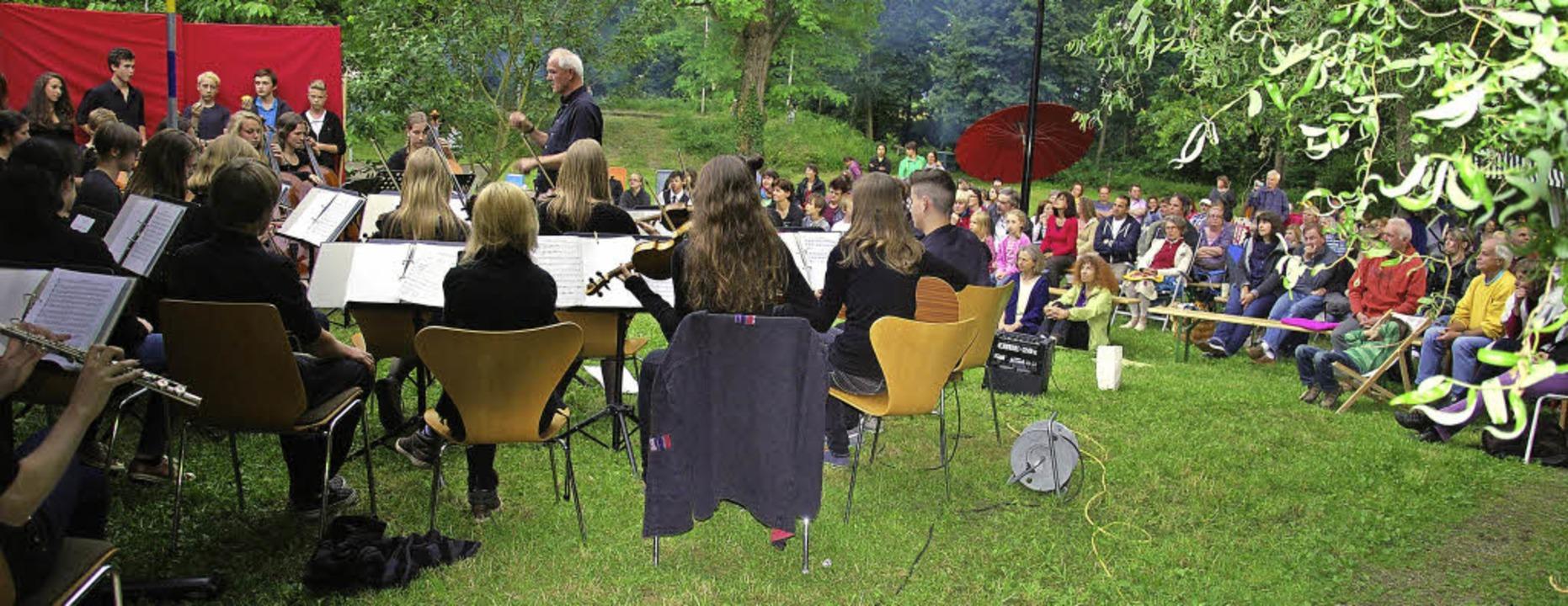 Musik im Liegestuhl genießen – d...nzert der Integrativen Waldorfschule.   | Foto: Schule
