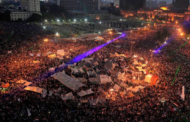 Menschen feiern auf dem Tahrir-Platz in Kairo.    Foto: dpa