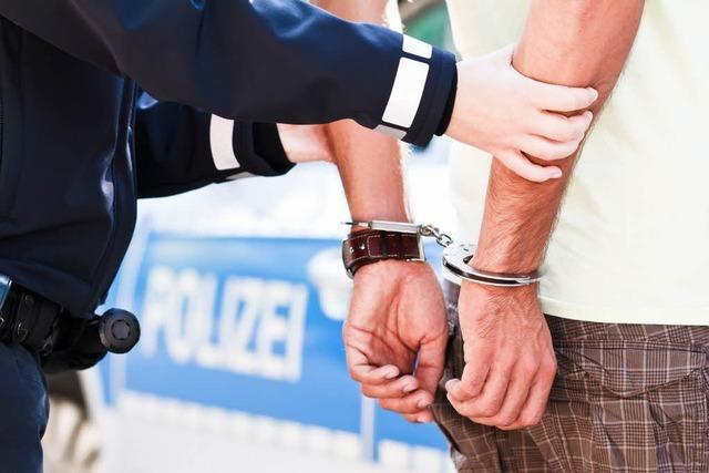 Polizei zerschlägt Betrügerbande in Lahr – Verdächtiger springt aus Fenster