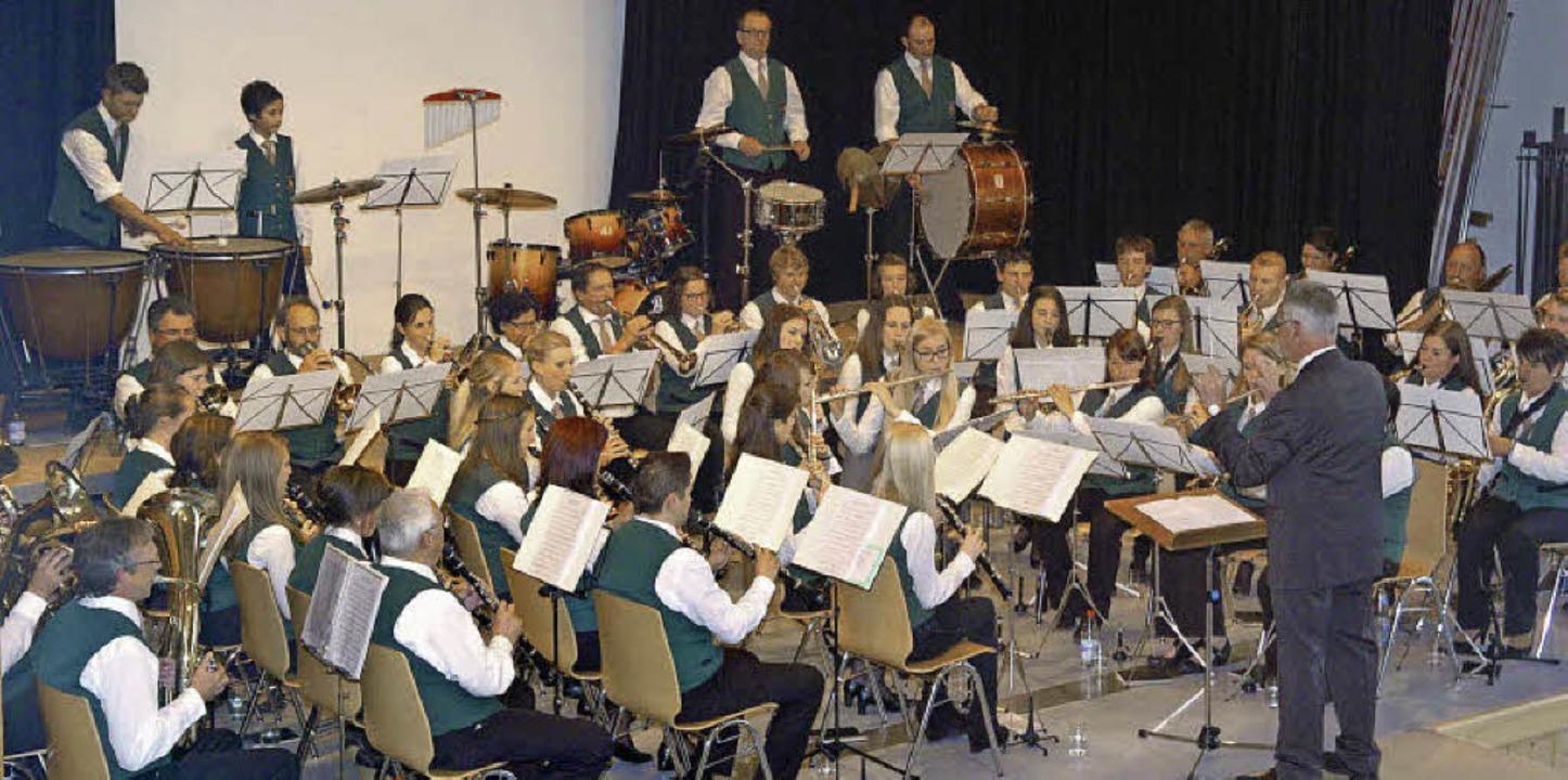 Unter der Leitung von Dirigent Manfred... Musikverein Wyhl ein tolles Konzert.   | Foto: J. Schweizer