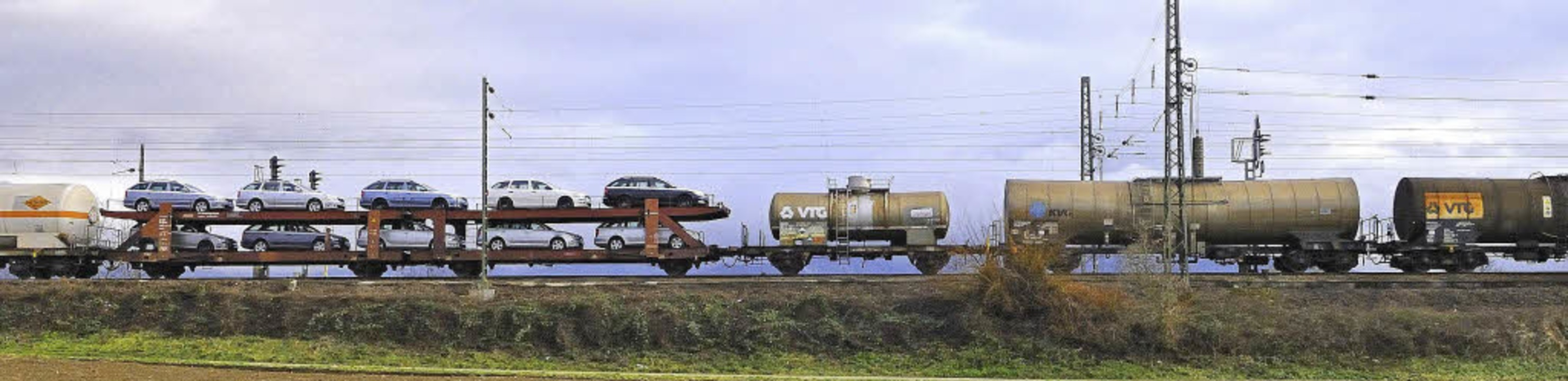Der Güterverkehr muss in Offenburg in ...lich die Linken fordern einen Plan B.   | Foto: Siegfried Gollrad