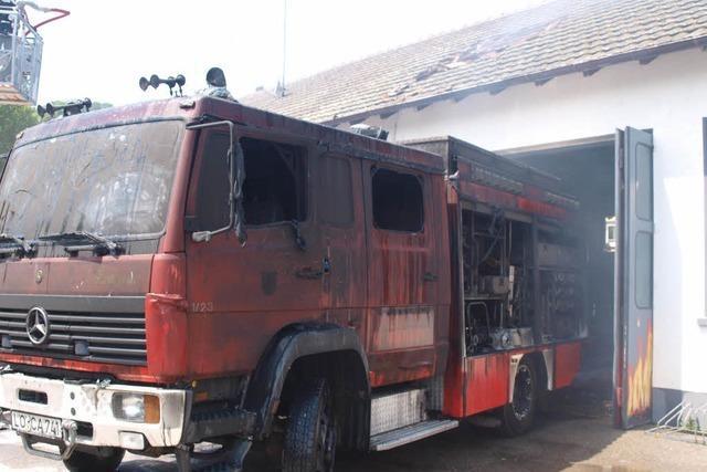 Feuerwehr muss Feuerwehrhaus löschen – Hilfe aus dem Umland