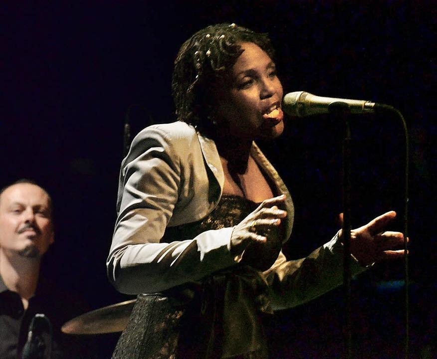 Jongliert mit ihrer Stimme: Carleen Anderson   | Foto: Barbara Ruda