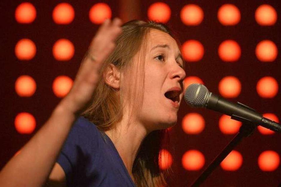 Sprachbilder voll innerer Spannung, expressiver Gesang,  ungewöhnliche Klangfarben: Sophie Hunger und Band beim ZMF. (Foto: Patrick Seeger)