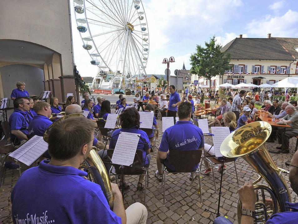 Hier spielt die Musik: Die Musikverein...insatz. Und hatten schöne Aussichten.     Foto: Andre Roos