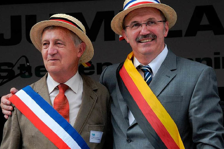 Maurice Claudel (Cornimont) und Steinens Bürgermeister Rainer König (Foto: Robert Bergmann)