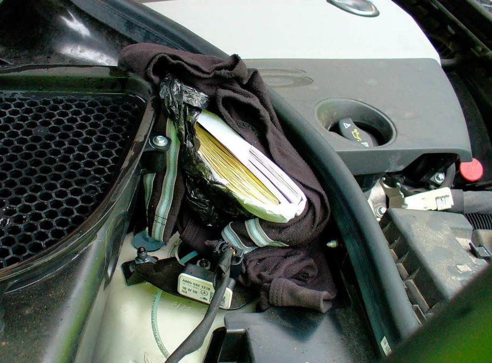 70.000 Euro unter der Motorhaube  | Foto: Hauptzollamt