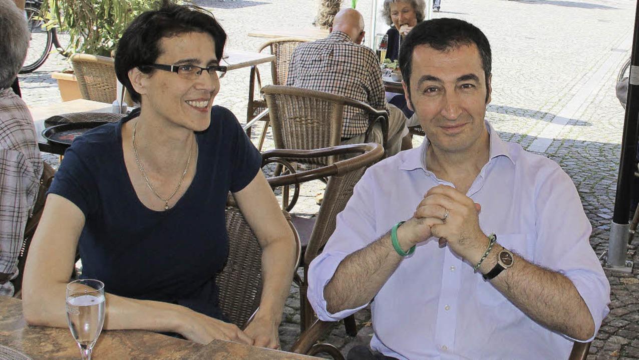 Cem Özdemir mit Ina Rosenthal,  Grünen...n für den Wahlkreis Lörrach-Müllheim.     Foto: Hub