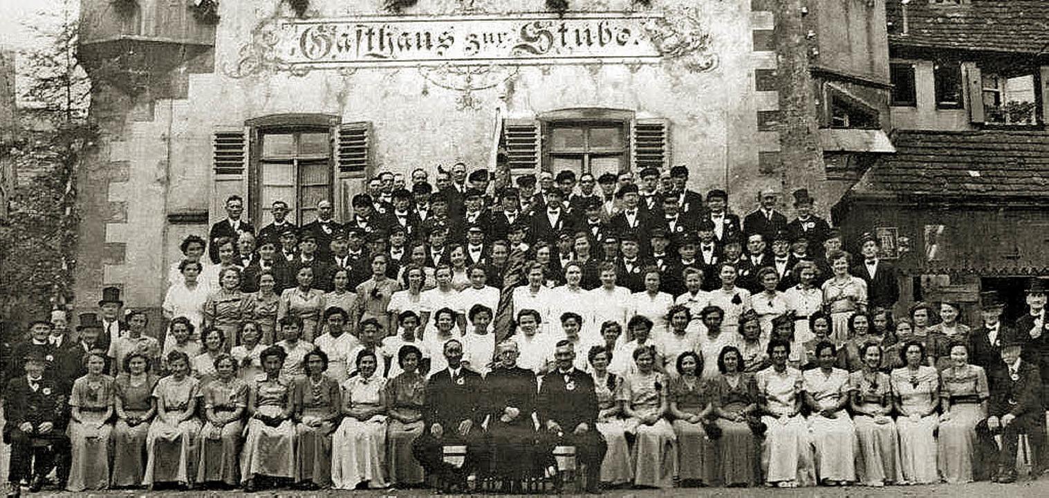 Feierlicher Anlass:  1922 beging  der ...h die Festgesellschaft vor die Stube.     Foto: privat/Franz Hilger