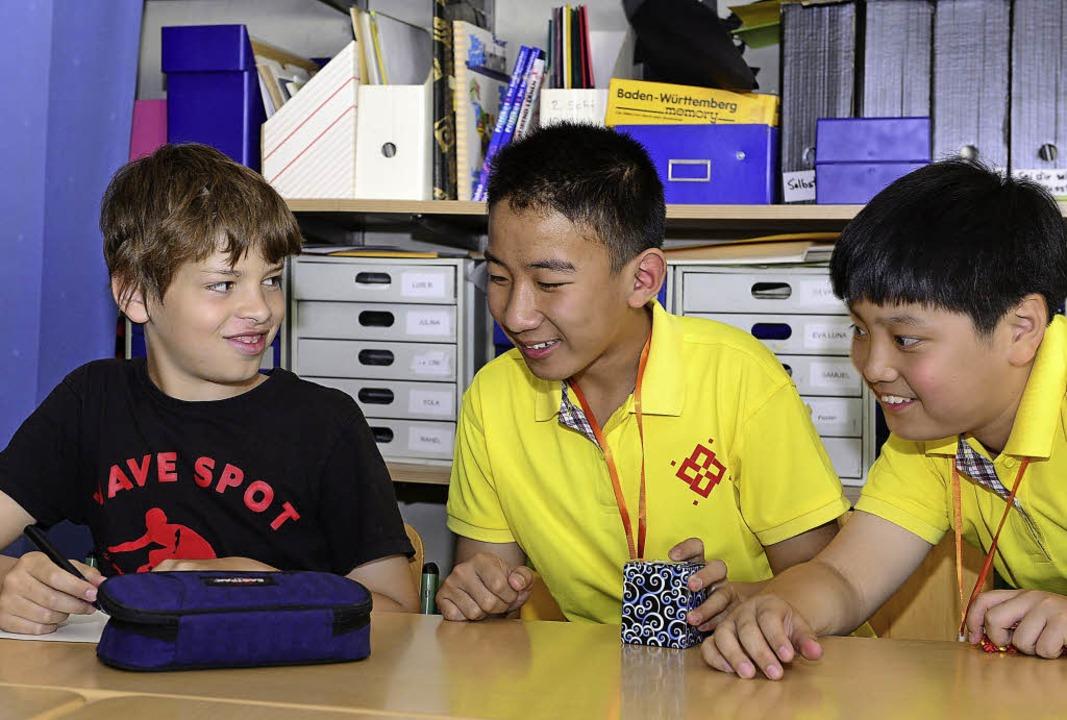 Chinesische Kinder aus Qingdao nehmen ... an der  Karoline-Kaspar-Schule teil.   | Foto: Ingo Schneider