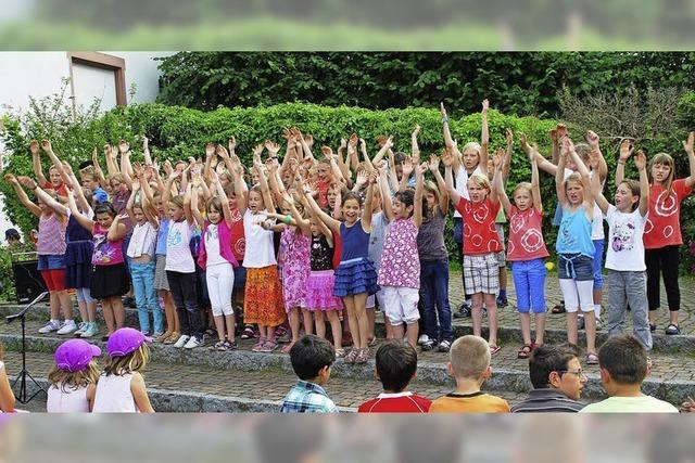 Schüler als temperamentvolle Tänzer
