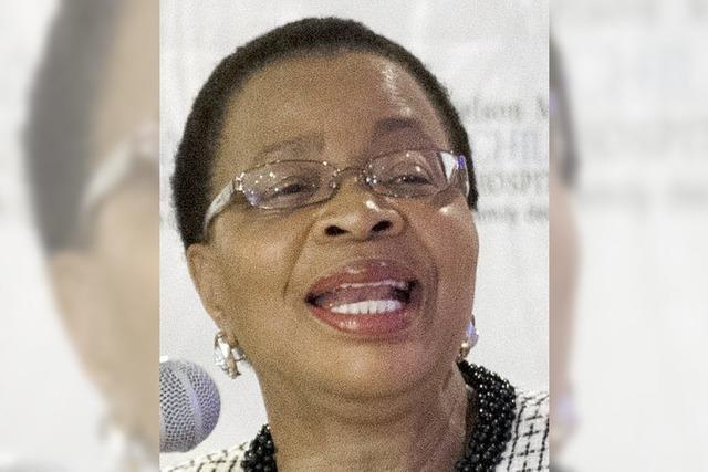 Graça Machel: Die Ehefrau weicht nicht von Mandelas Seite