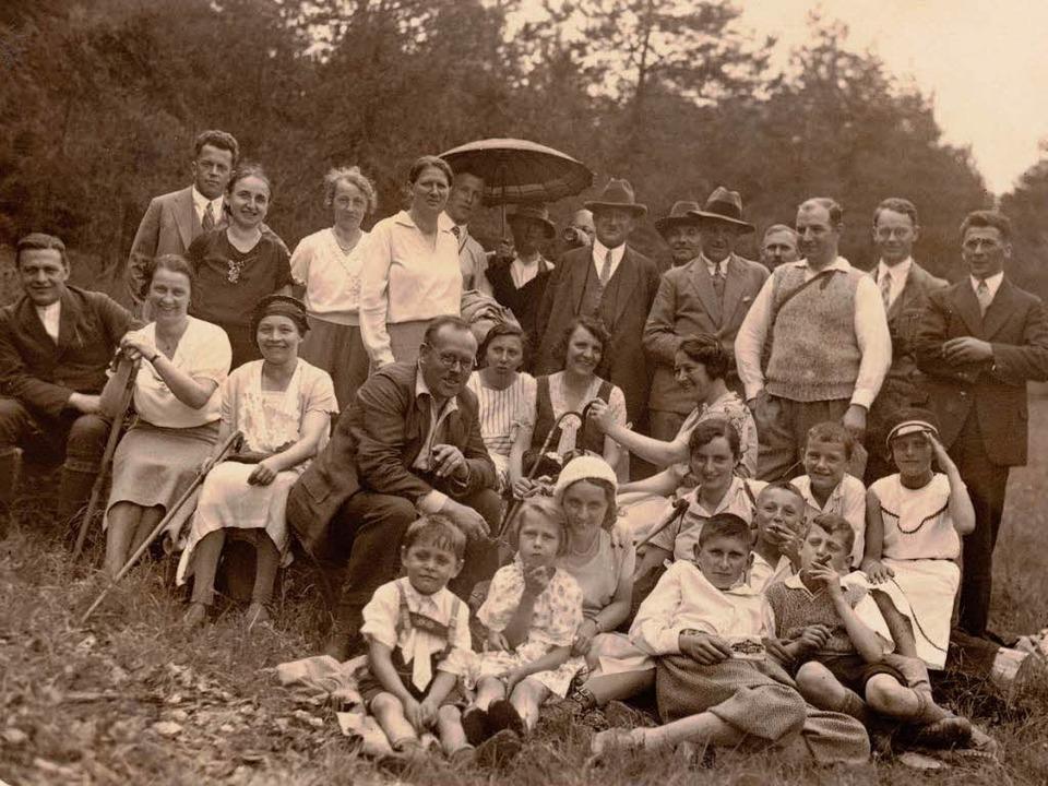 Früher wanderte der Schwarzwaldverein ...e heute - allerdings im Sonntagsstaat.    Foto: Repro Binner-Schwarz