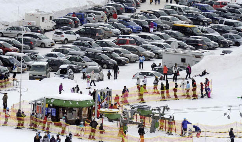 Massentourismus direkt neben dem Natur... mehr als 500000 Gäste auf die Pisten.  | Foto: dpa