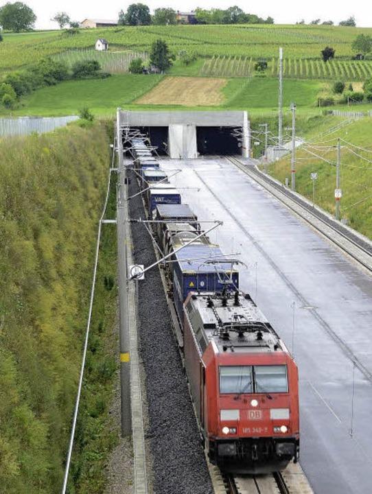 Der Katzenberg ist  mit 397 Metern Höh...nnel, der Ende  2012 in Betrieb ging.   | Foto: langelott