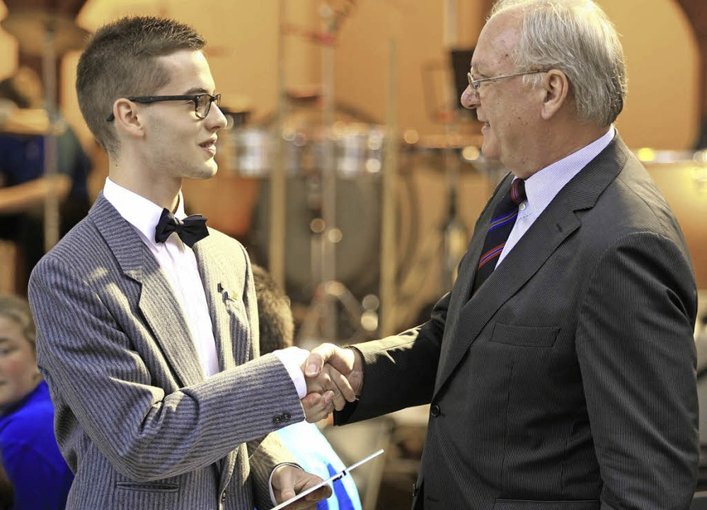 Michael Obergföll wurde vom Verbandspr...stungsabzeichen in Gold ausgezeichnet.  | Foto: Wolf-Wilhelm Adam