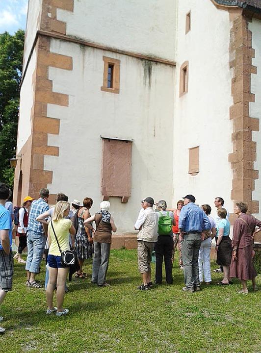 Auch die Petruskirche wurde bei der de... interessiert in Augenschein genommen.  | Foto: Wichmann