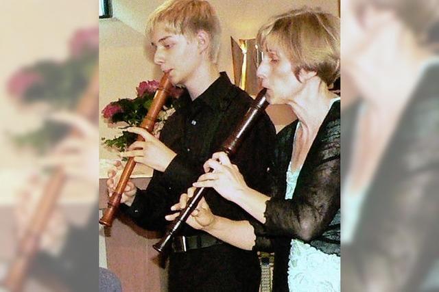 Festliche musikalische Tafel gedeckt