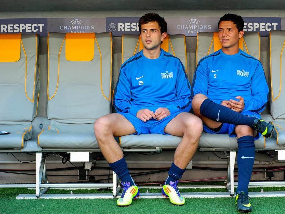 Admir Mehmedi (links) in der Allianz-A...ions-League-Quali gegen die Bayern an.  | Foto: CHRISTOF STACHE