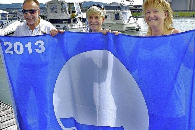 Blaue Fahne für Yachtclub