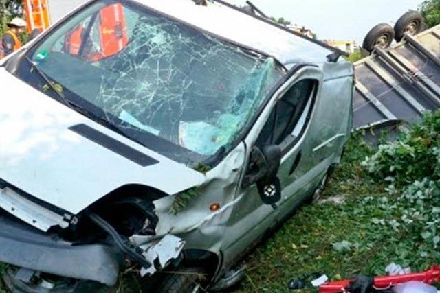 Schwerer Unfall auf der A5 – teils acht Kilometer Stau