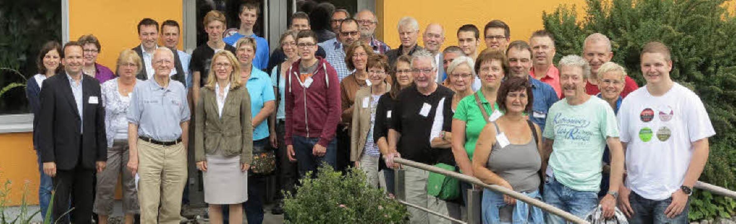Die neuen Auszubildenden von Busch mit...n sowie Dr. Karl Busch und Ayla Busch   | Foto: Firma Busch