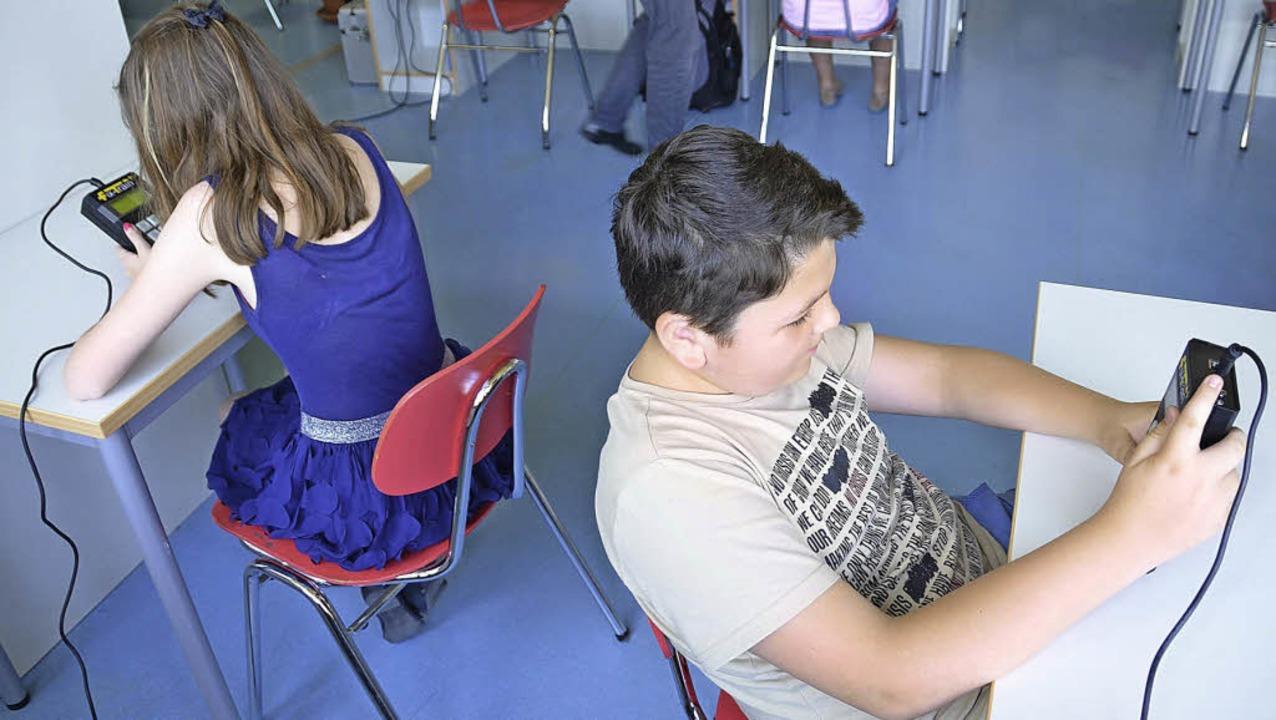 Übungen am digitalen Lerngerät sollen die Wahrnehmung der Schüler schärfen.   | Foto: Julia Jacob