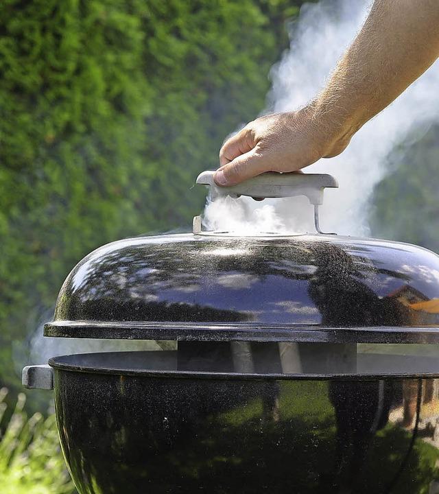 Der Rauch vom Grillen sollte die Anwohner nicht stören.  | Foto: duesV/fotolia.com
