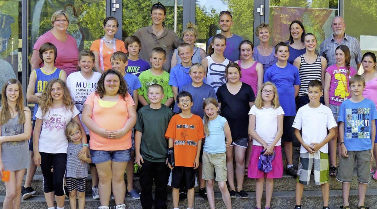 Lehrer und Schüler freuen sich über di...samen Erlebnisse der vergangenen Tage.  | Foto: susanne bremer