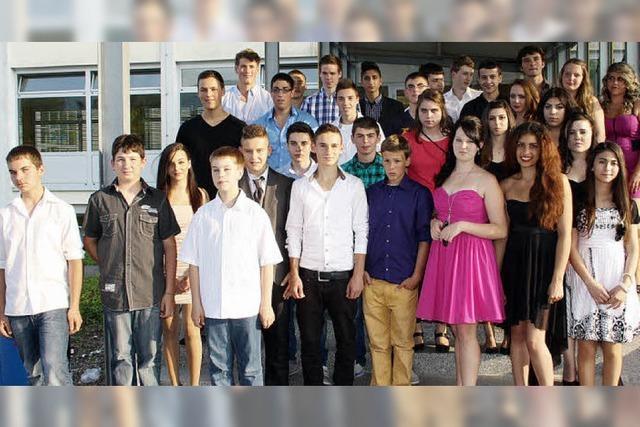 Jede Menge Glücksmomente für die 64 Absolventen der Zelgschule