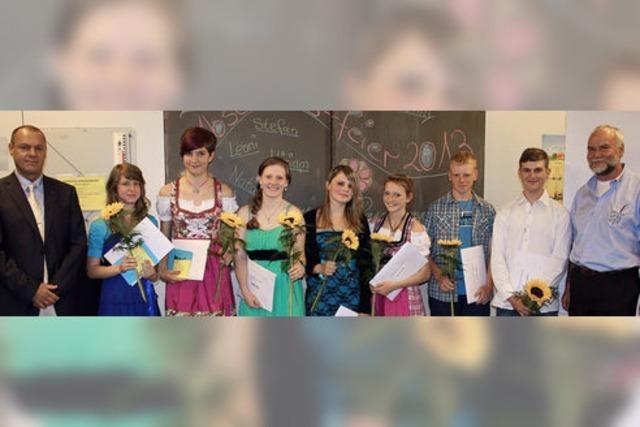 Schüler singen ein Loblied auf die Schule