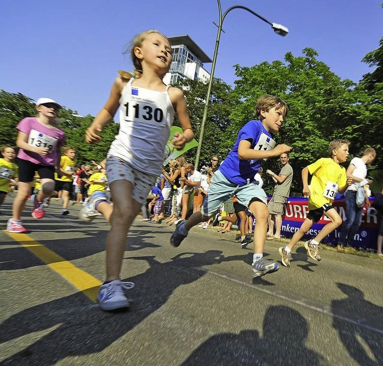 Sprint auf dem Rotteckring: Selbst die ganz Kleinen sind immer wieder  dabei.  | Foto: Michael Bamberger