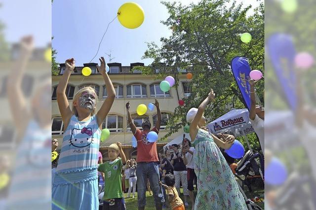 Zur Feier bunte Luftballons