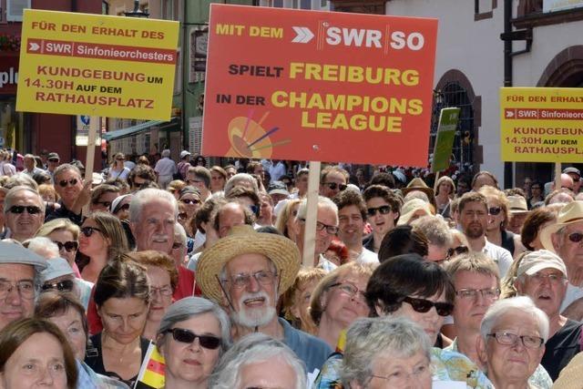 2500 Menschen demonstrieren für Erhalt des Orchesters