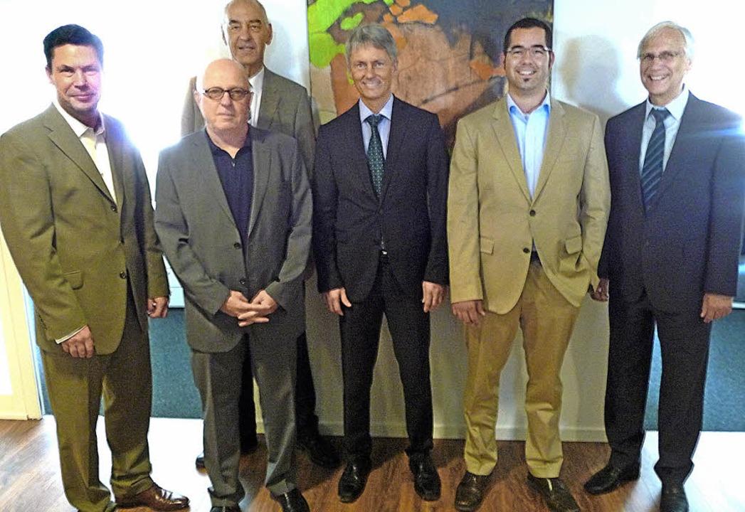 Geschäftsführung, Aufsichtsrat und Arc...dmann und Michael Sattler (von links).    Foto: Manfred Burkert