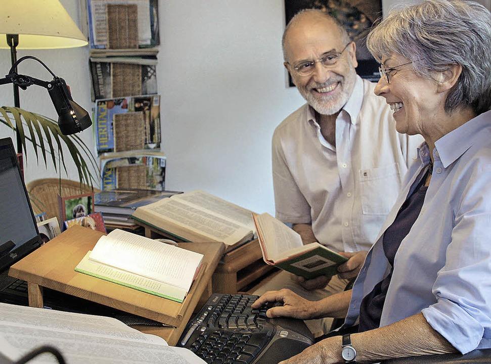 Maria Gurlitt-Sartori und ihr Mann Christoph Gurlitt am Arbeitsplatz.  | Foto: Christiane Franz