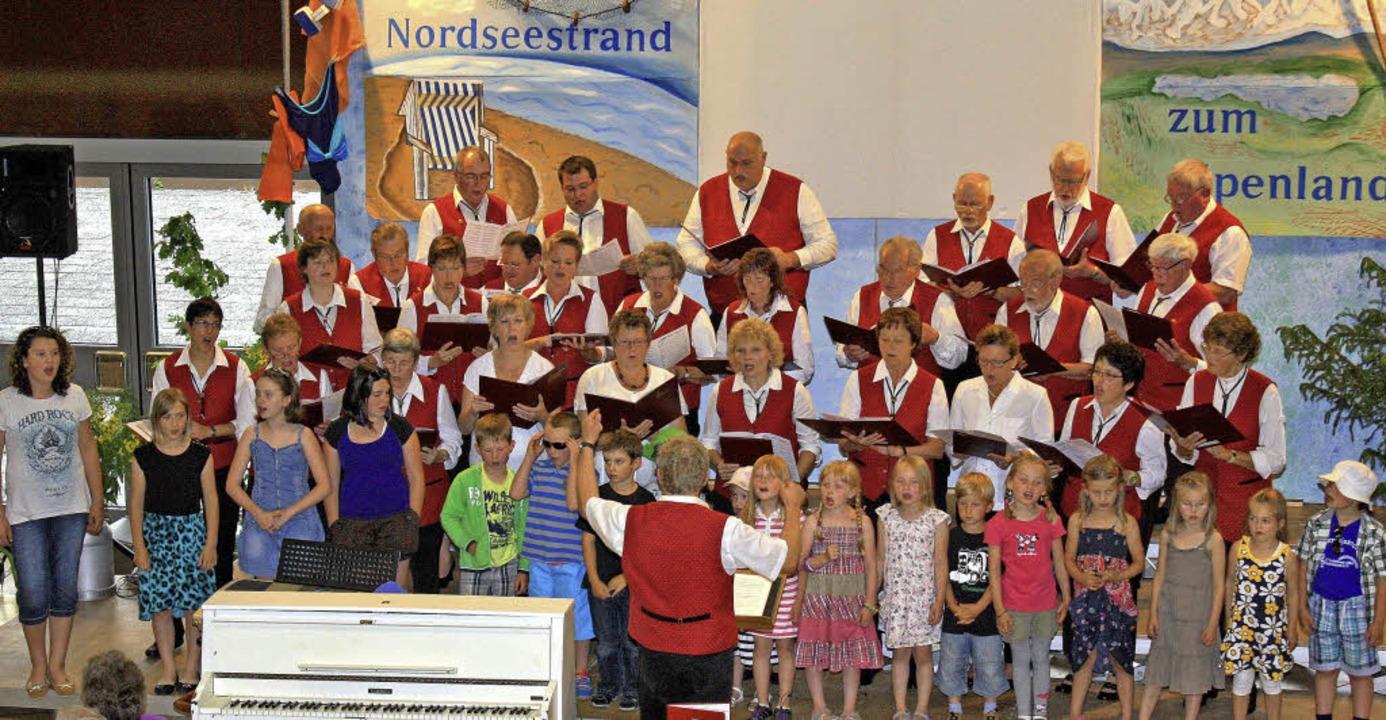 Die Sänger des Liederkranzes Grafenhau... Reise einmal quer durch Deutschland.   | Foto: Dorotheé Kuhlmann