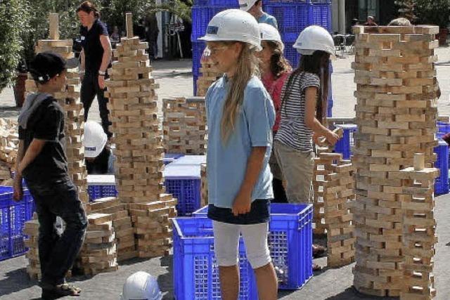 Kinder bauen mit Klötzen