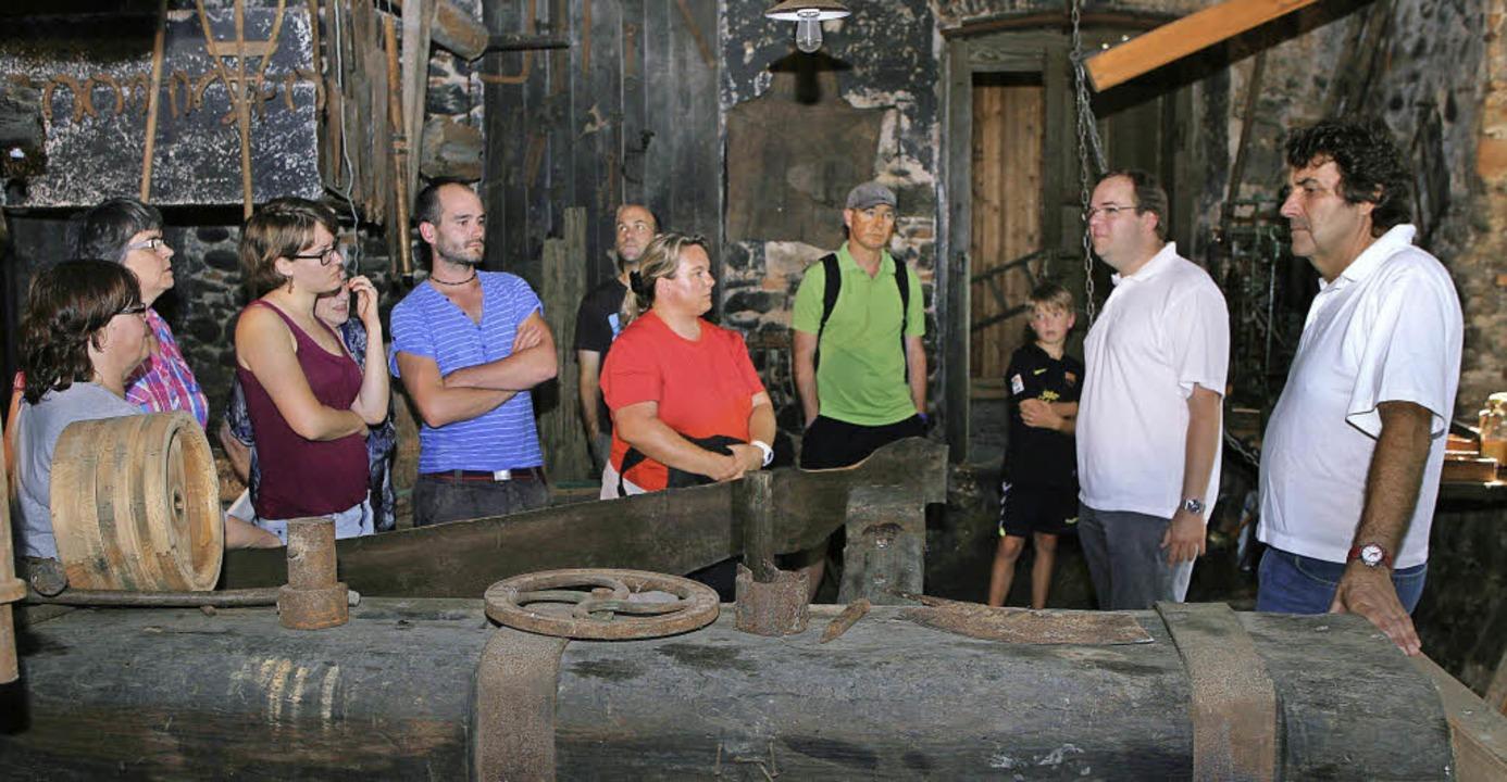 Über 50 Besucher kamen allein in der e...die Geschichte der Kienzlerschmiede.      Foto: Wolf-Wilhelm Adam