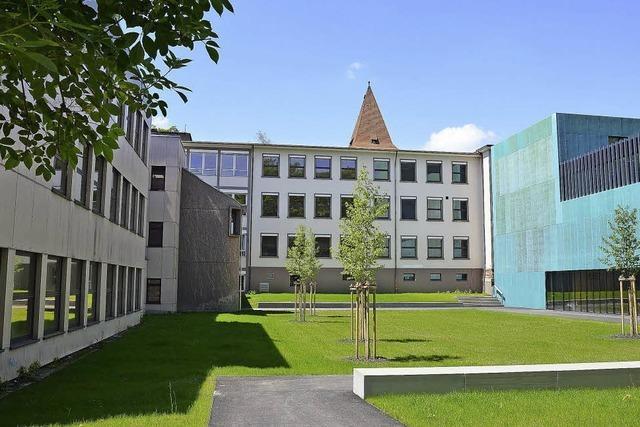 Peter Kunze wird als Direktor des Hebel-Gymnasiums in den Ruhestand verabschiedet