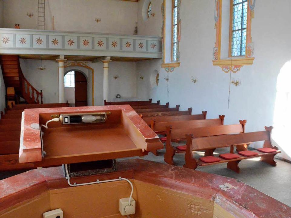 Auf der Empore steht auch keine Orgel mehr.  | Foto: Sebastian Barthmes