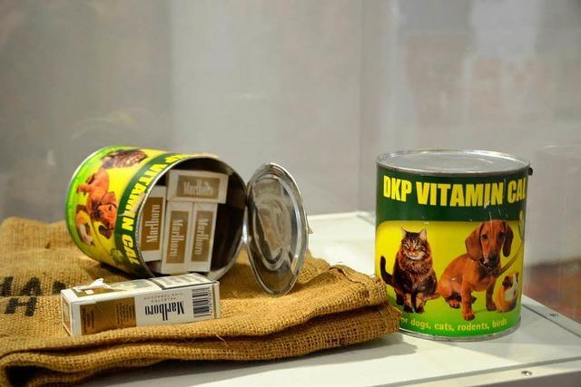 Zigaretten im Hundefutter: Ausstellung zeigt Fantasie der Schmuggler