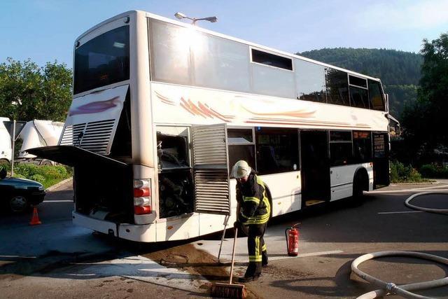 Motorbrand in Linienbus – Fahrer verhindert Schlimmeres
