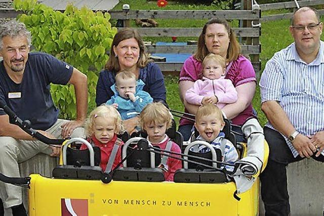 Knallgelber Bus für die Kinder der Sonnenblume