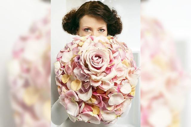BRAUTSTRAUSS: Gebundene Blüten