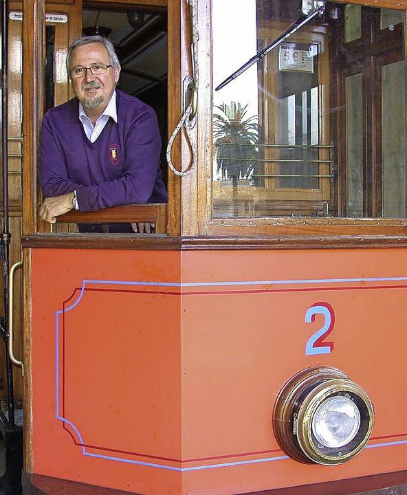"Stolz auf ""seine"" Straßenbahn: Bartolomé Rosselló  | Foto: Sven Tietgen"