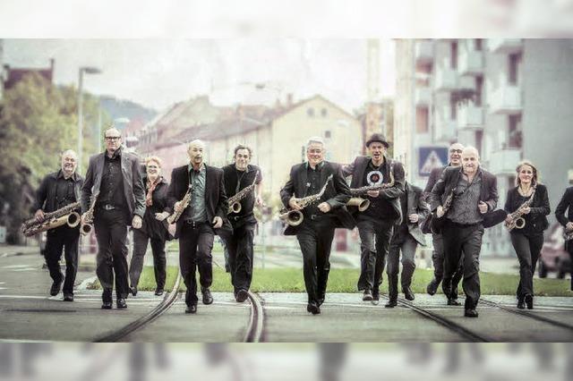 Les Saxofous geben ein Konzert im alten Klavierdepot