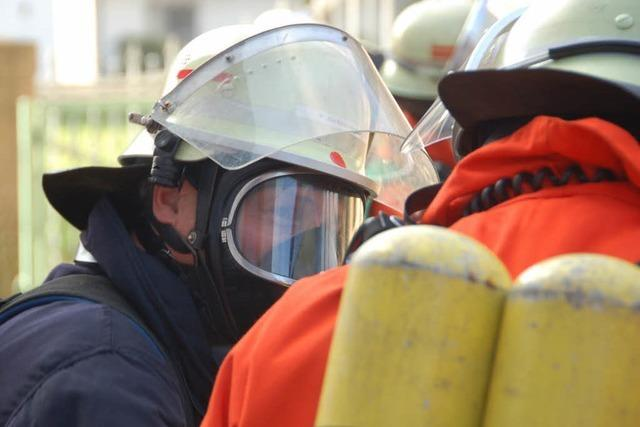 Sechs Verletzte bei Kellerbrand in Kehl – Rauch schneidet Fluchtweg ab