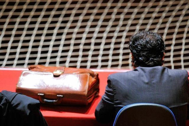 Prozess gegen Costa-Kapitän: Vorhang auf im Theater