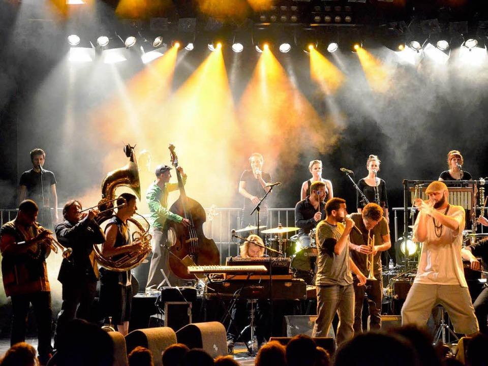Bombastrock trifft auf Streicherkitsch: das Kyteman Orchestra im Burghof   | Foto: Barbara Ruda